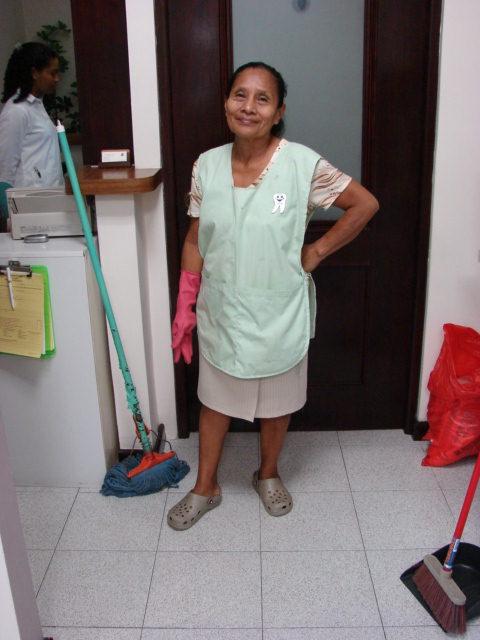 Sra.-Julia-Rodriguez-Asistente-de-Aseo